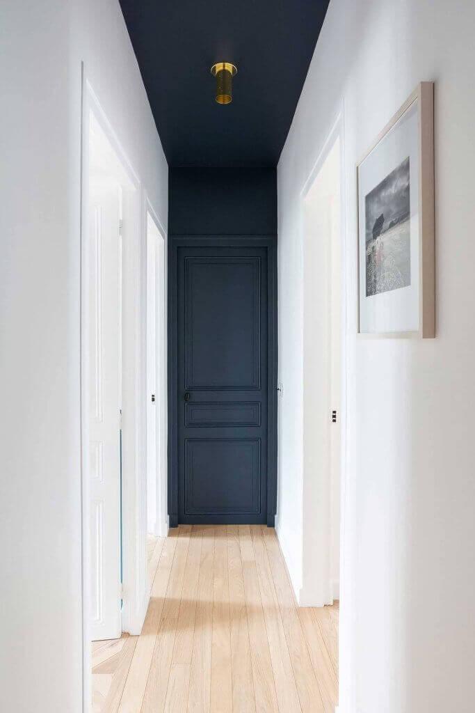 Комбинация на цветовете на вратите и стените