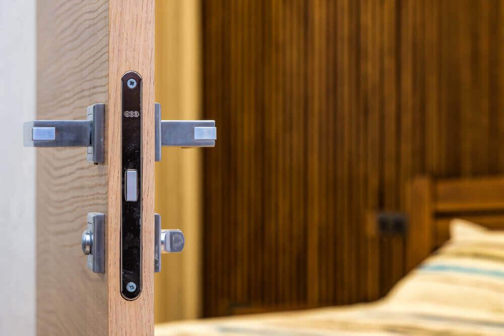 Брава за интериорна врата с върток